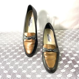 Trotters Relate Women's Slip-On shoes